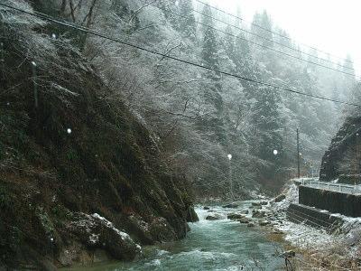 渓谷の雪景色