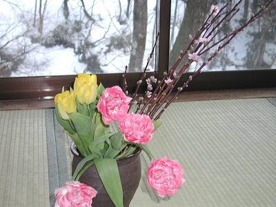 チューリップと桃の花